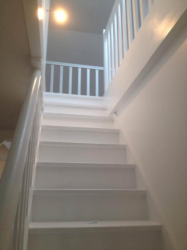 1-escalier blanc