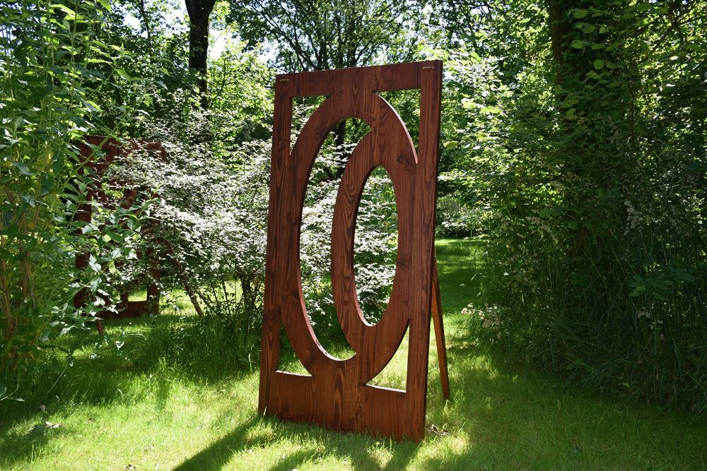 Land Ji sculpture