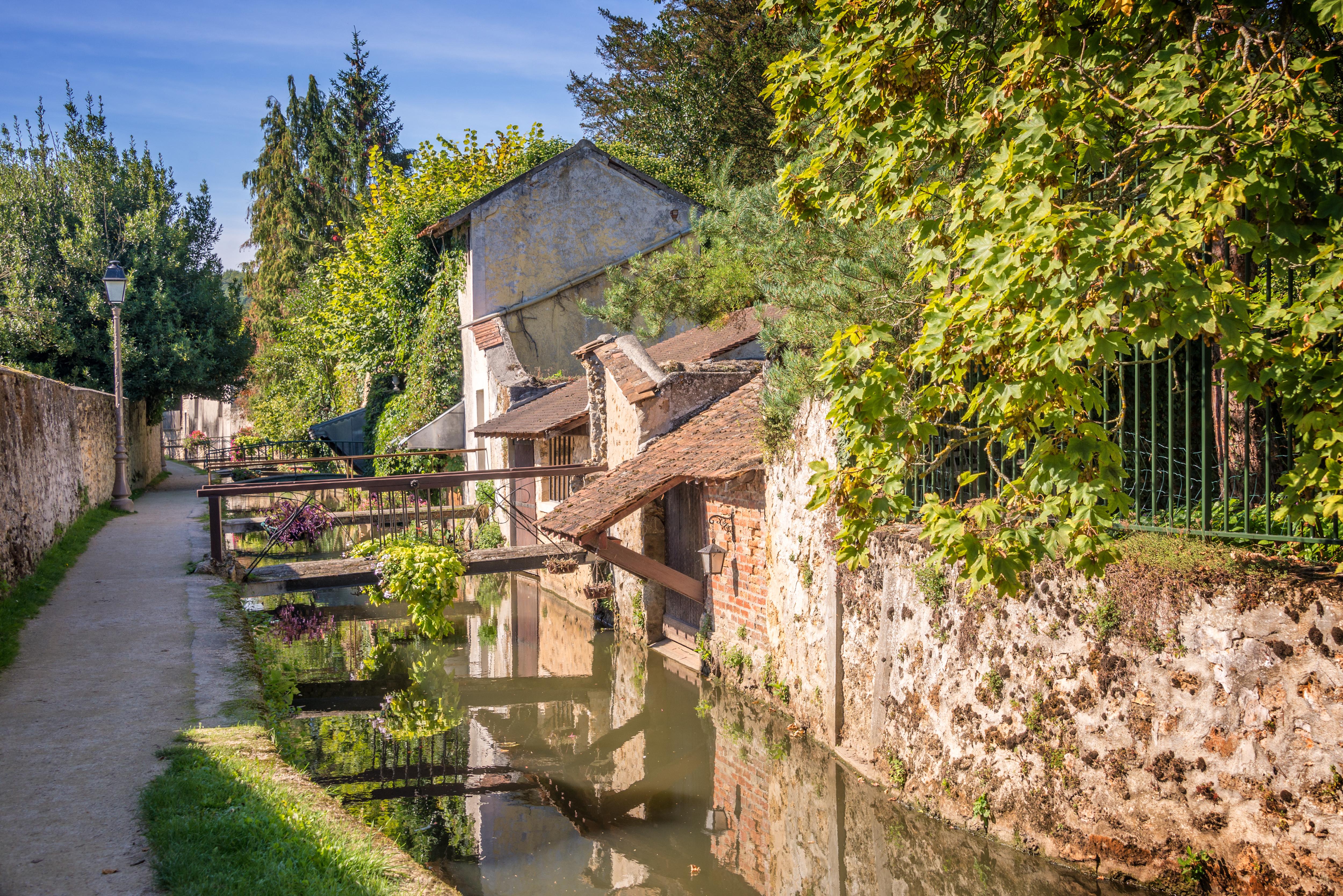 Promenade des Petits Ponts (small  bridges promenade), in Chevreuse, France